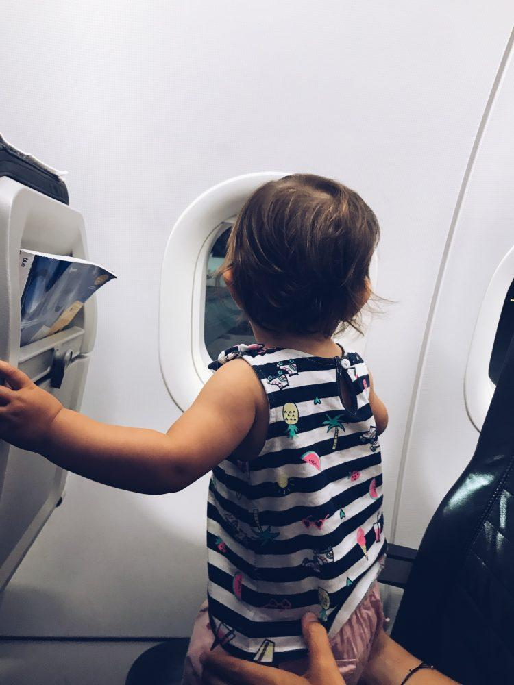 O guia completo para viajar com bebés | The complete guide to traveling with babies